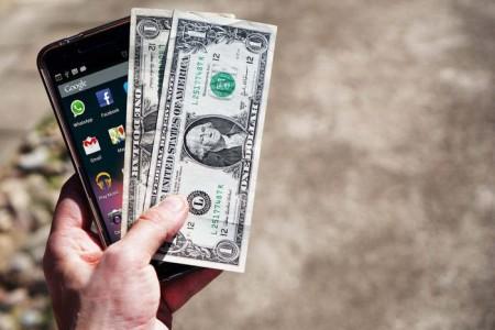 آیا ممنوعیت واردات گوشی، دلار را گران میکند؟
