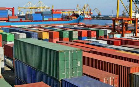 کالاهای وارداتی مناطق آزاد روی زمین ماند.