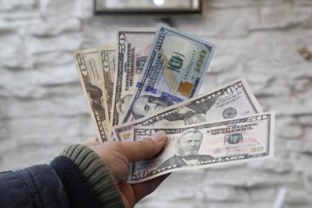 نوسان دلار در سطح مقاومتی ۱۲۷۰۰ تومان