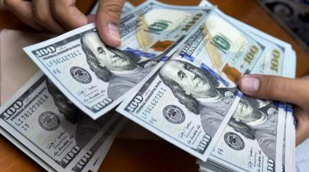 چرا قیمت دلار پیاپی ترمز میبرد؟