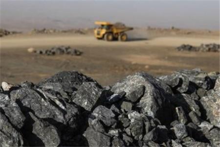کاهش چشمگیر بهای سنگ آهن در چین و پیش بینی نیمه دوم امسال