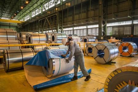 بررسی علت کمبود عرضه ورق فولادی با وجود تولید مازاد