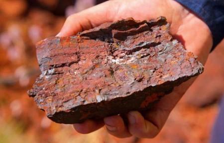 شکست رکورد ۶۳ ماهه سنگآهن