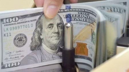 انفجار دلار نتیجه اشتباه دولت بود/ ۵۴ بار هشدار دادیم