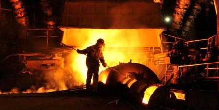 دخالت استانداران در جلوگیری از قطع برق کارخانههای فولاد و سیمان.