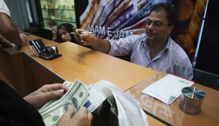 بازگشت دلار به مسیر افزایشی / آینده قیمت ارز چه میشود؟