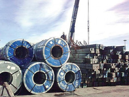 آزاد شدن صادرات فولاد به نفع کدام گروه تمام میشود؟ الزام عرضه در بورس همچنان مانع بزرگ صادرات است.