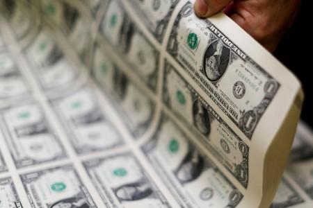 همتی: نرخ ارز باید توسط سازوکار بازار تعیین شود.